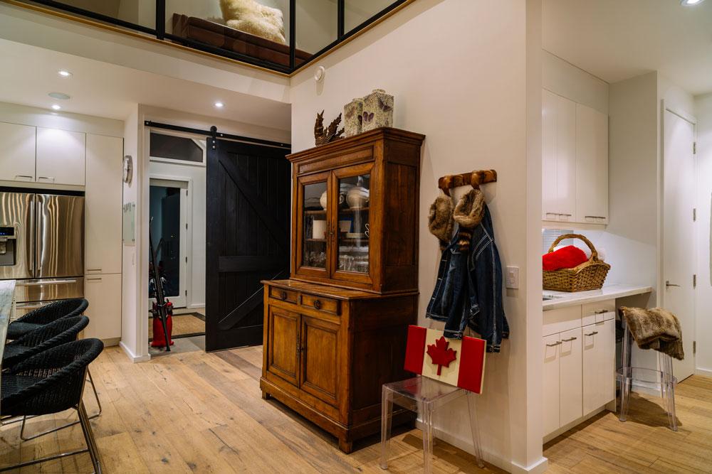 Come abbinare arredamento classico e moderno insieme for Arredamento studio casa classico