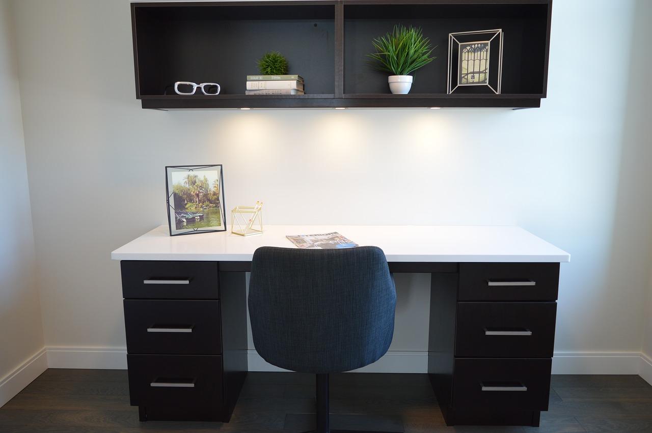 Lavorare a casa: come creare il proprio spazio di lavoro se di spazio non ce n'è